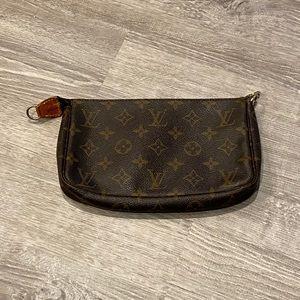 Authentic Louis Vuitton Pochette Accessoires